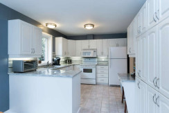 15 Whalings Cir-small-007-18-Kitchen-666x444-72dpi