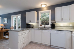 15 Whalings Cir-small-008-10-Kitchen-666x444-72dpi